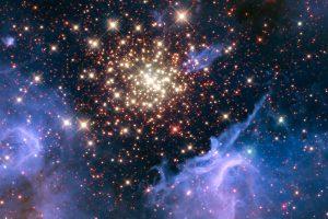 NASA показало фейерверк из молодых звезд (фото)