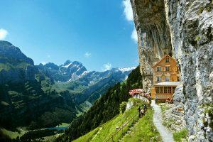Отель с обложки National Geographic ищет нового хозяина