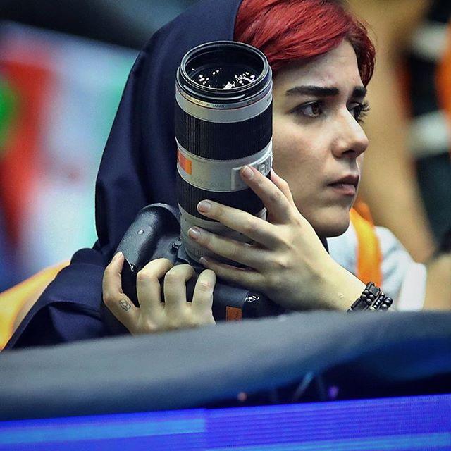 В Иране журналистку не пустили на футбольный матч: она забралась на крышу
