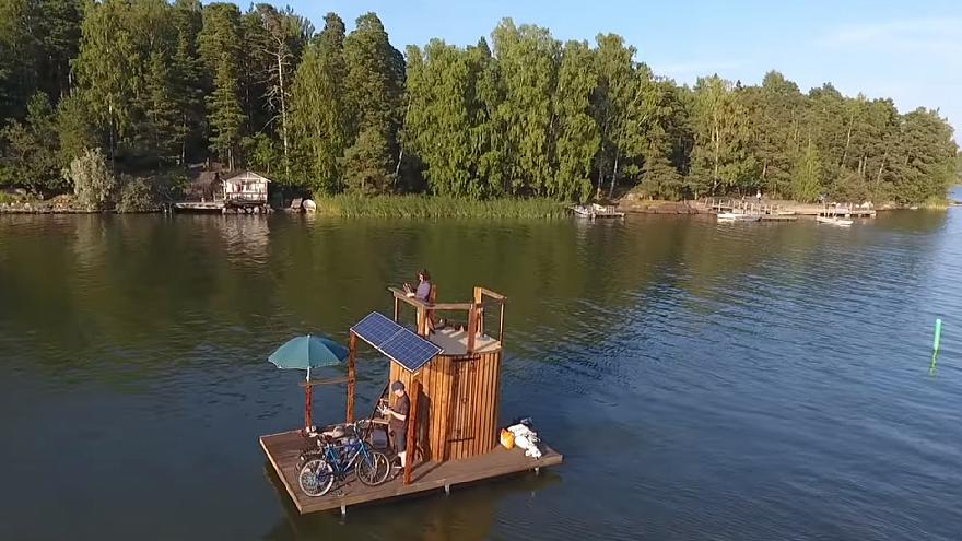 Финский изобретатель доплыл до Таллинна на сауне