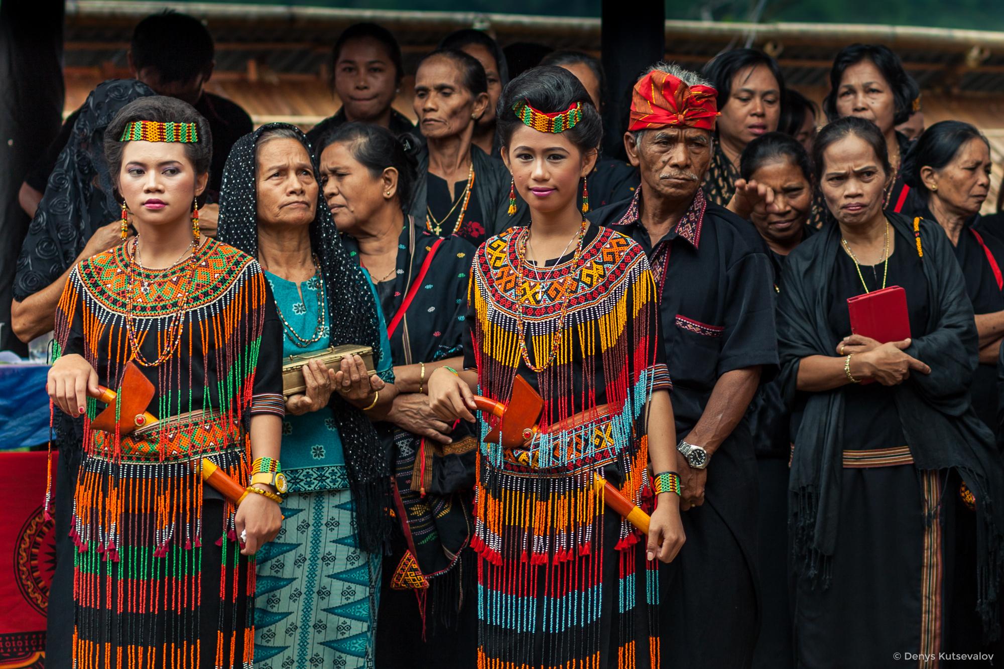 Жить нельзя умереть: похоронный обряд жителей острова Сулавеси