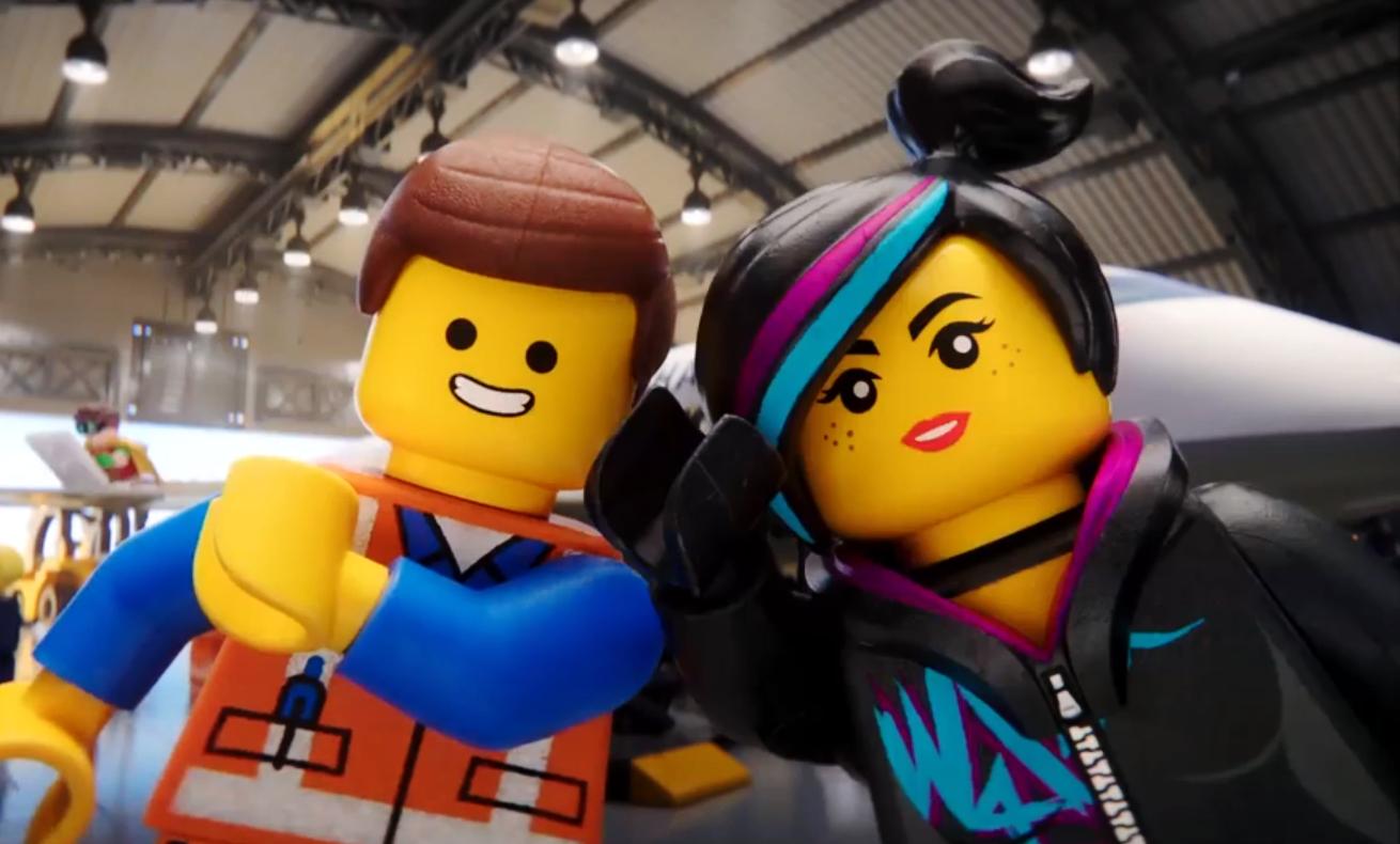 Герои Lego снялись в ролике о безопасности полетов