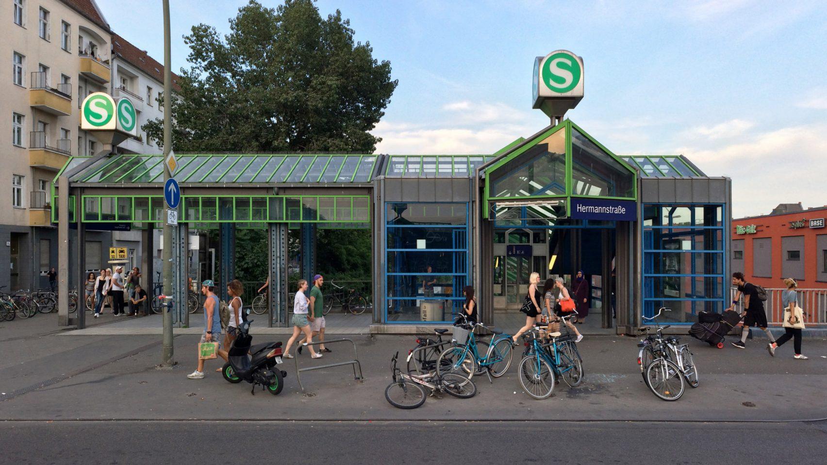 В берлинском метро хотят снизить преступность с помощью музыки.Вокруг Света. Украина