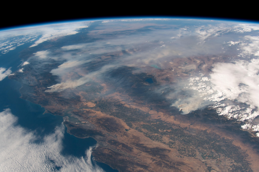 НАСА показало снимки разрушительного пожара в Калифорнии