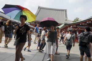В Японии из-за аномальной жары в больницы попали 6 тысяч человек