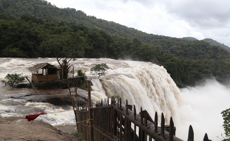 Жертвами наводнения и оползней в штате Керала стали 79 человек