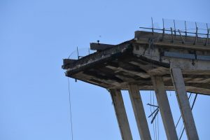 Человеческая ошибка: названа причина обрушения моста в Генуе