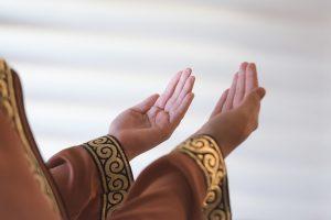 В Швеции суд поддержал мусульманку, отказавшуюся пожать мужчинам руку