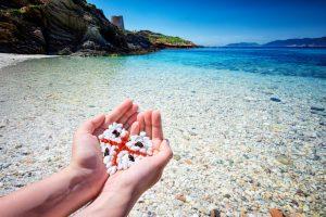Британца оштрафовали на тысячу евро за бутылку с песком