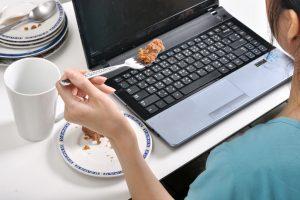 Бактерии, вирусы и грибок: кто живет на вашем телефоне и клавиатуре?