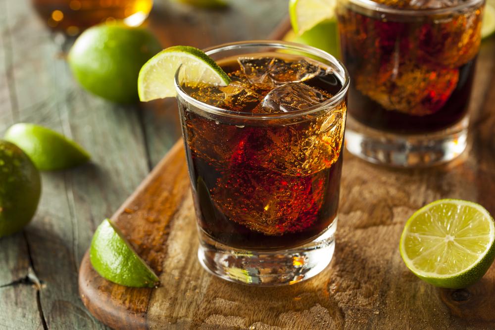В Гаване в 2-метровом стакане смешали коктейль
