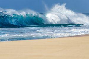 Во Франции турист утонул в яме, которую ради забавы вырыл на пляже