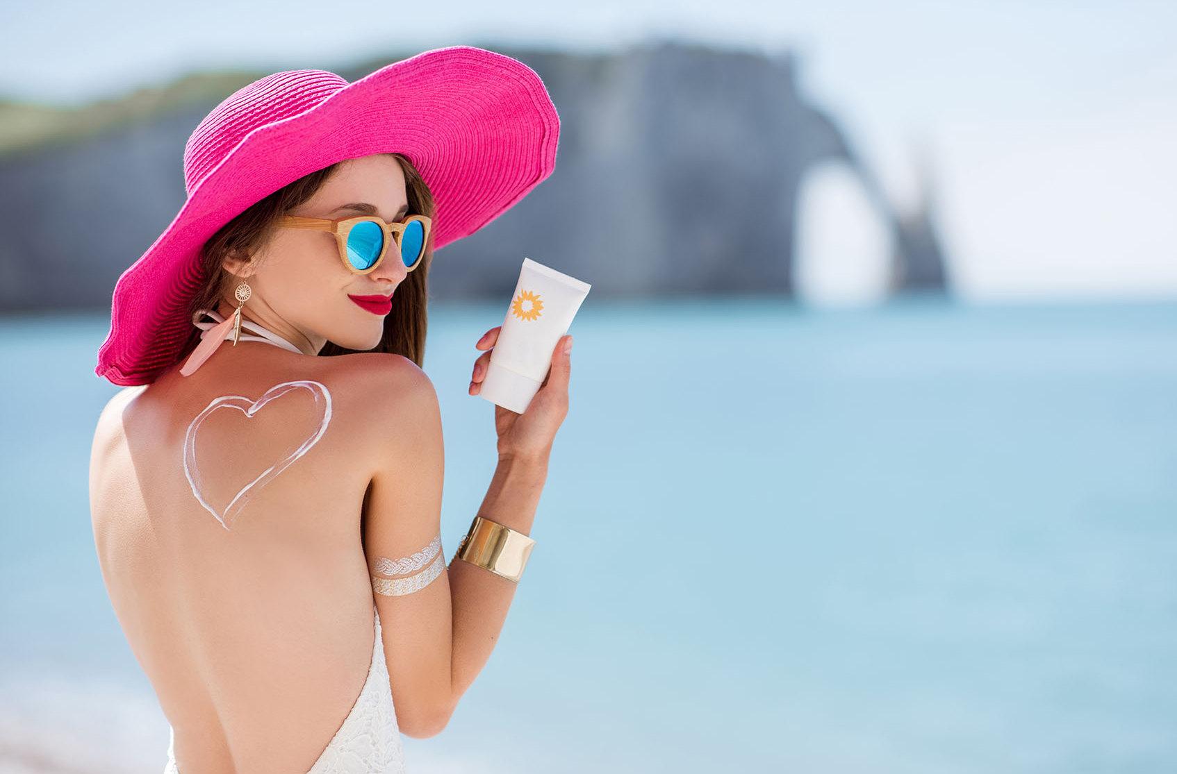 Лайфхак: какую косметику взять с собой в отпуск?
