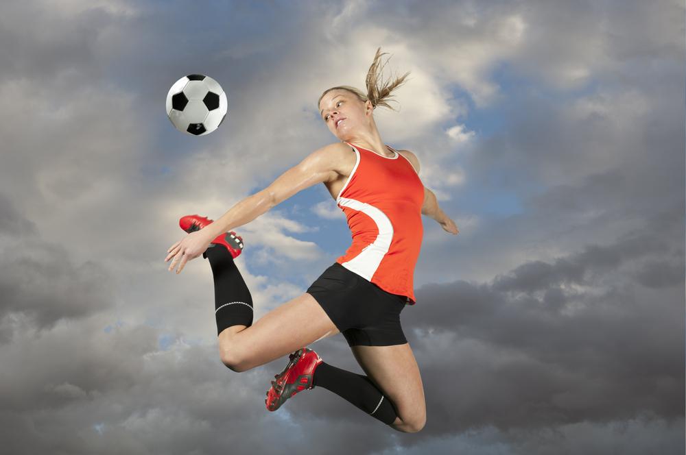Женский футбол опаснее, чем мужской