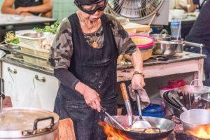Самое знаменитое уличное кафе в Бангкоке