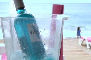 В Европе вошло в моду голубое вино