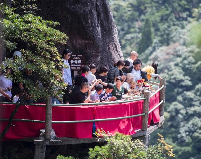Китае ресторан В Китае открыли ресторан на скале 2 13