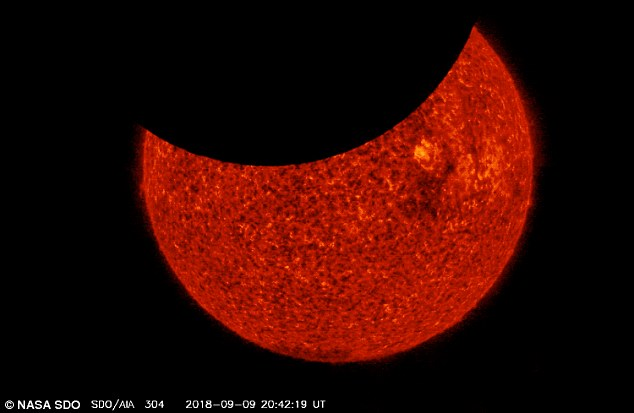 Обсерватория NASA дважды за 6 часов сняла солнечное затмение