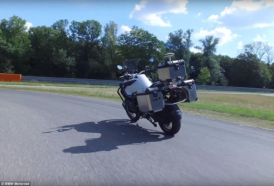 BMW показал беспилотный мотоцикл (видео).Вокруг Света. Украина