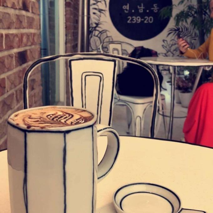 В Сеуле открыли нарисованное кафе В Сеуле открыли нарисованное кафе 7 5