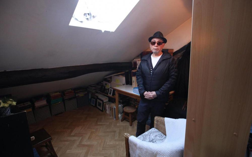 Парижанин 25 лет живет в квартире площадью 1 м²