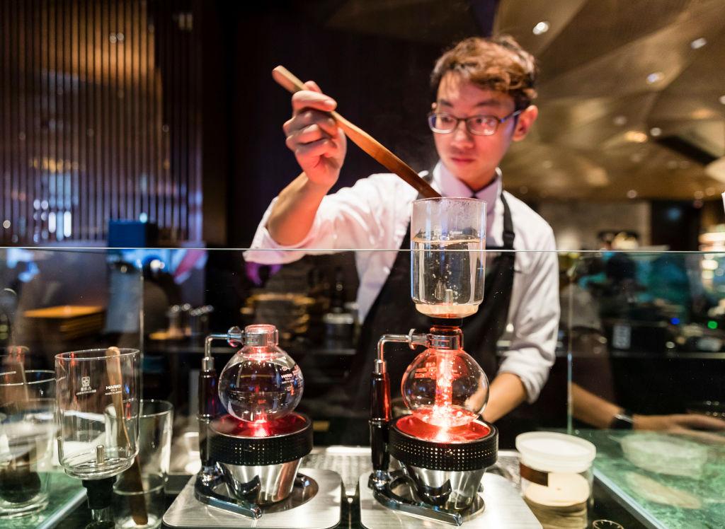 Венский, турецкий, американо: как готовят и пьют кофе в разных странах мира Венский, турецкий, американо: как готовят и пьют кофе в разных странах мира GettyImages 1011260246