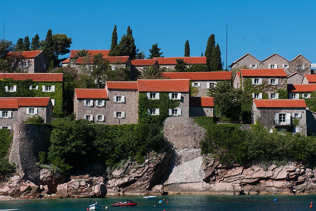 Черногория осенью: жилье за полцены, инжир и пляж-люкс - бесплатно
