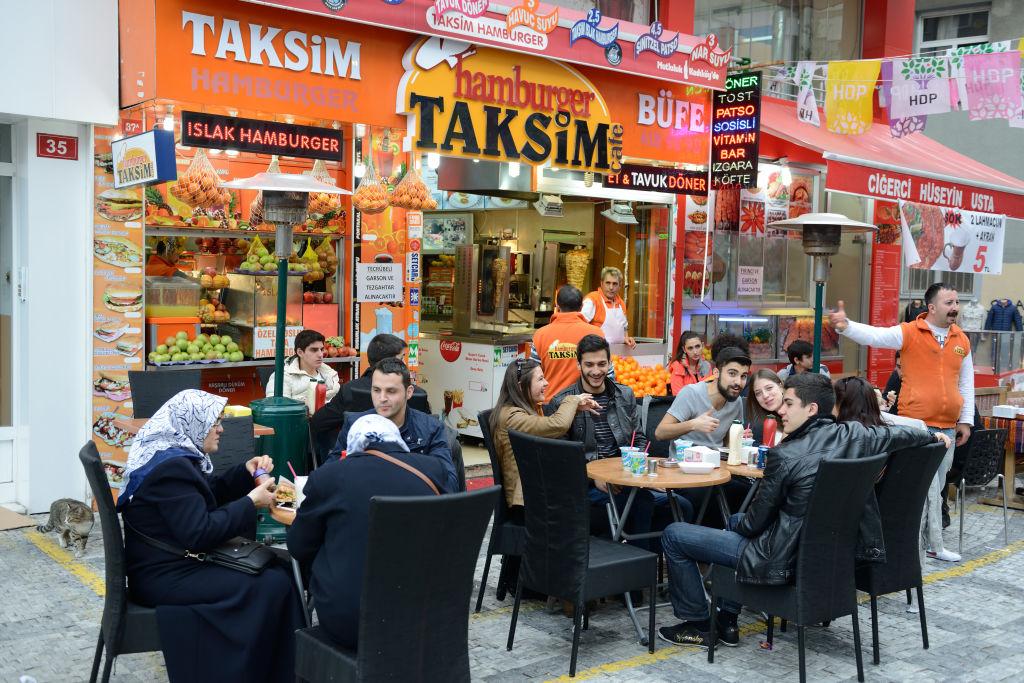 Венский, турецкий, американо: как готовят и пьют кофе в разных странах мира Венский, турецкий, американо: как готовят и пьют кофе в разных странах мира GettyImages 853111680