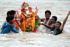 Ганеша-Чатуртхи: в Индии чествуют бога с головой слона (фото)