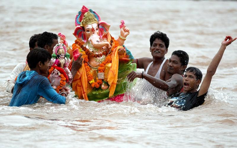 Ганеша-Чатуртхи: в Индии чествуют бога с головой слона (фото).Вокруг Света. Украина