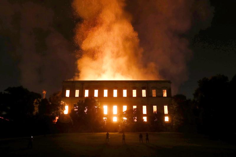 В Рио-де-Жанейро сгорел старейший бразильский музей с 20 миллионами экспонатов