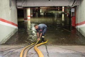 В Барселоне ливень затопил метро