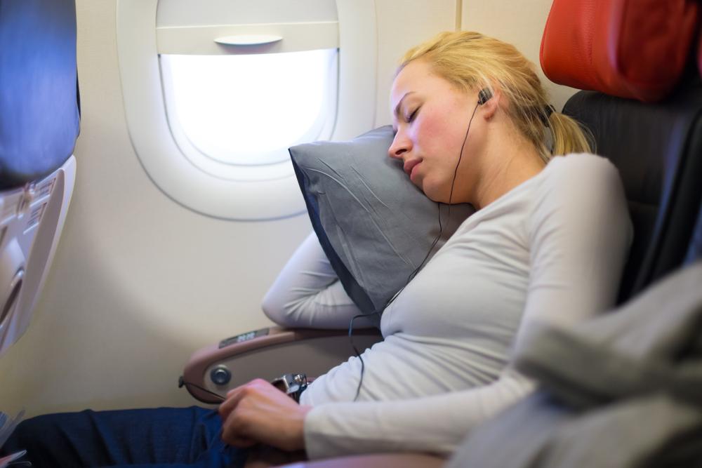 Новое приложение поможет аэрофобам заснуть в самолете