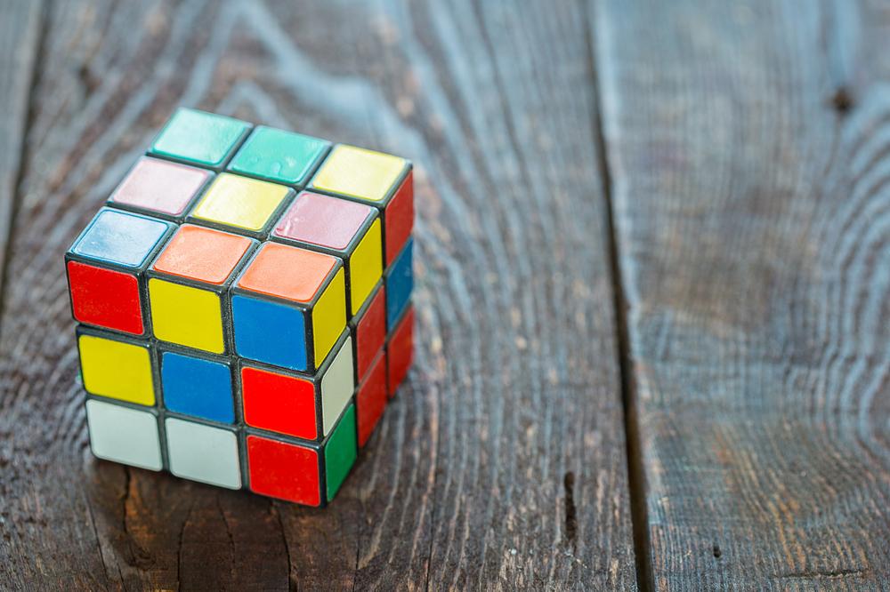 Кубик Рубика, который собирается сам