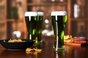В США выпустили зеленое пиво, чтобы привлечь внимание к чистоте озера Эри