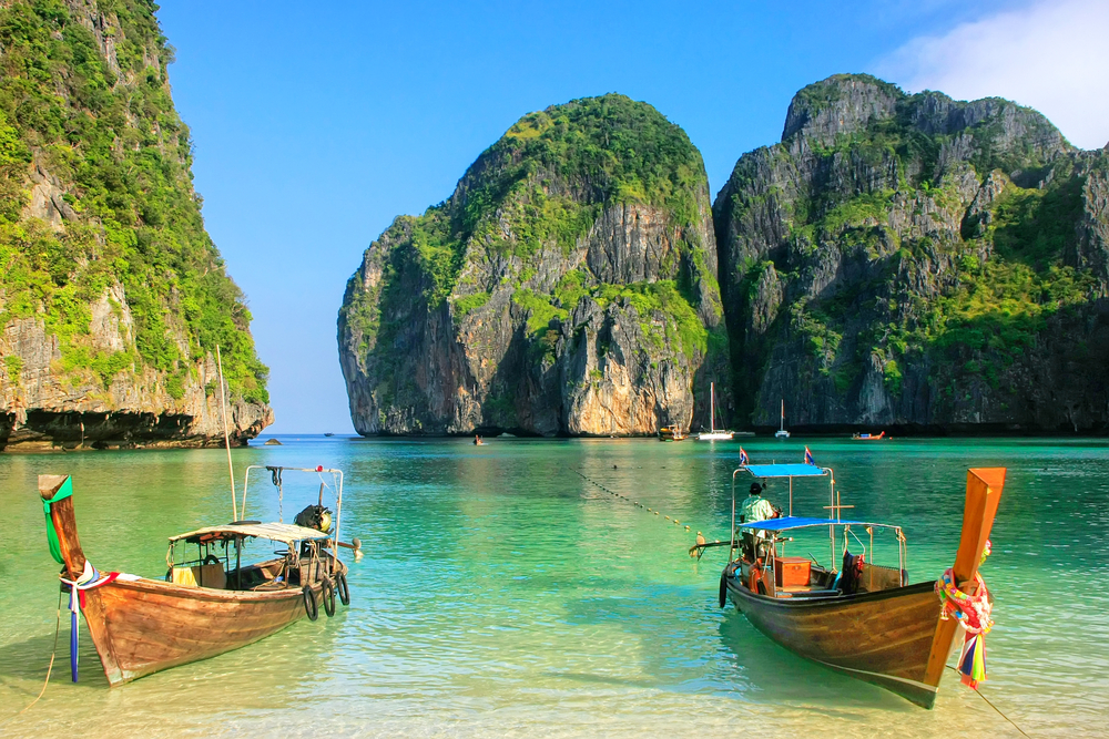 День туризма: 5 интересных фактов о путешествиях и их последствиях День туризма: 5 интересных фактов о путешествиях и их последствиях shutterstock 555378718