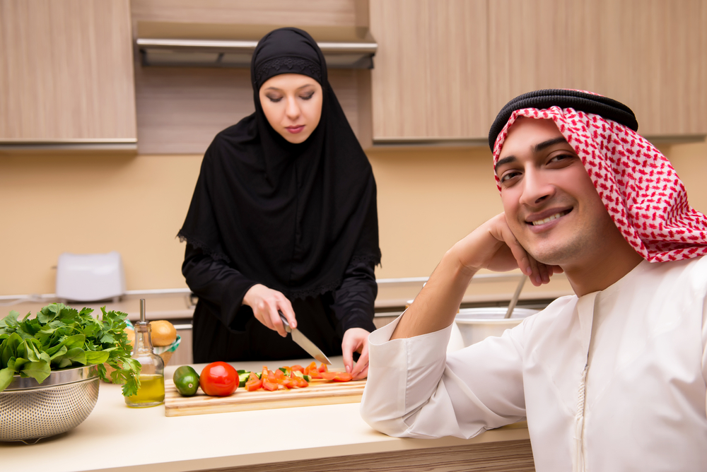 В Саудовской Аравии мужчину арестовали за завтрак с женщиной