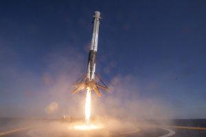 SpaceX удачно запустила ракету со спутником