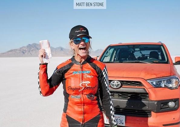 45-летняя велосипедистка установила новый рекорд скорости