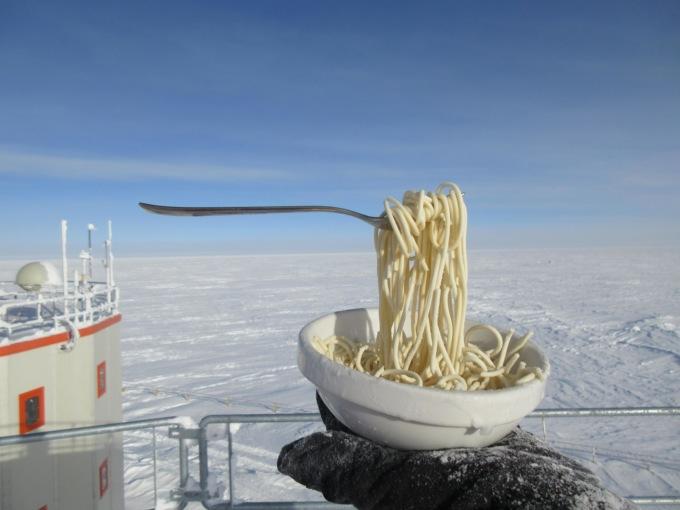 На антарктической станции провели эксперимент с лапшой