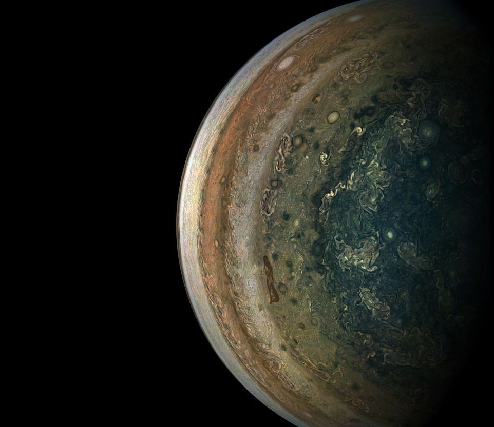 Юпитер в зеркале заднего вида: NASA показало погоду в южном полушарии