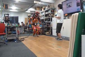 В Японии робот впервые в истории прокатился на роликах