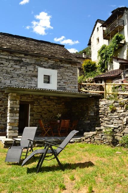 В Швейцарии целая деревня может стать отелем В Швейцарии целая деревня может стать отелем 522 124961 183078 R