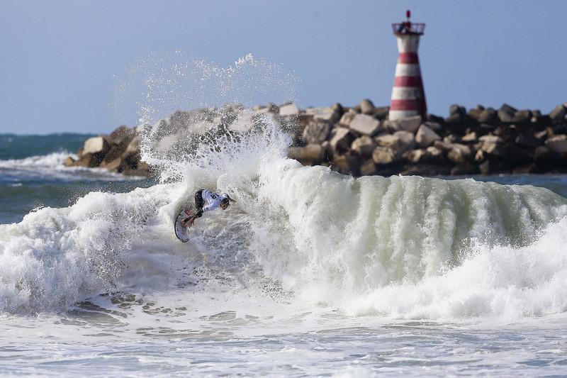 В Португалии пройдет крупнейшее в мире соревнование по серфингу