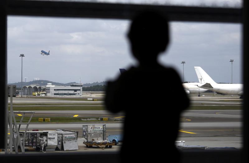 Один дома: родители забыли в аэропорту пятилетнюю дочь