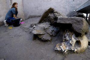 В Помпеях нашли комнату, где от гнева Везувия спряталась целая семья