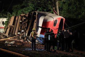 На Тайване поезд сошел с рельсов, есть жертвы
