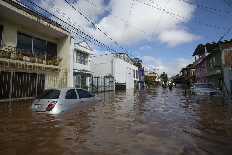 Тысячи мексиканцев эвакуировали из-за мощного урагана «Вилла»