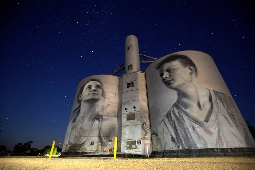 В Австралии зернохранилища украсили граффити