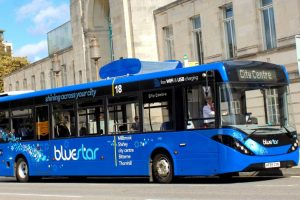 Британцы создали автобус, очищающий воздух